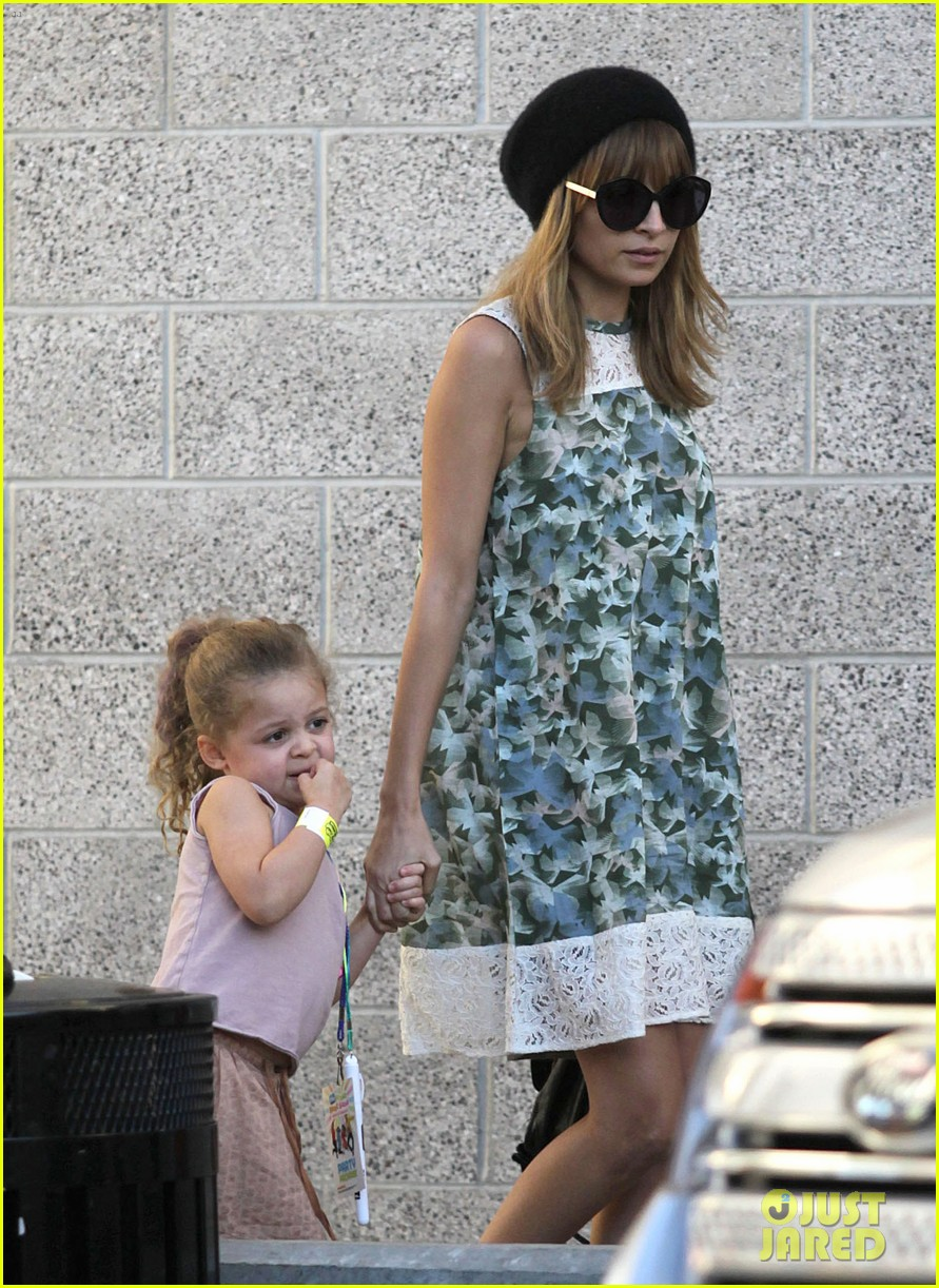nicole richie daughter harlow concert cuties 07