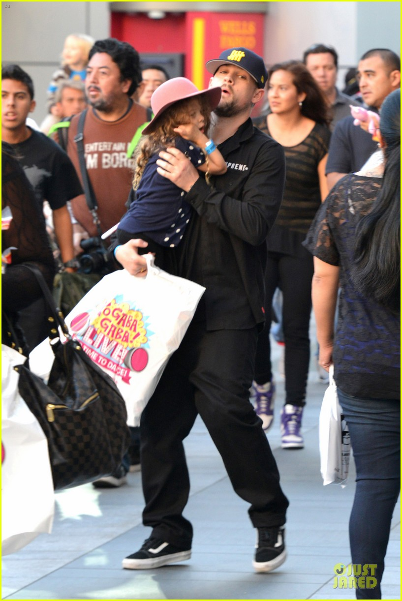 nicole richie joel madden yo gabba gabba show with the kids 03