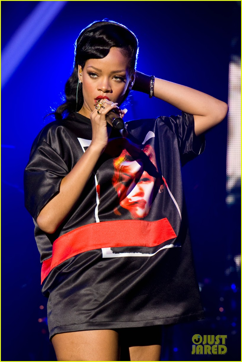 rihanna backstage 777 tour pics exclusive 10