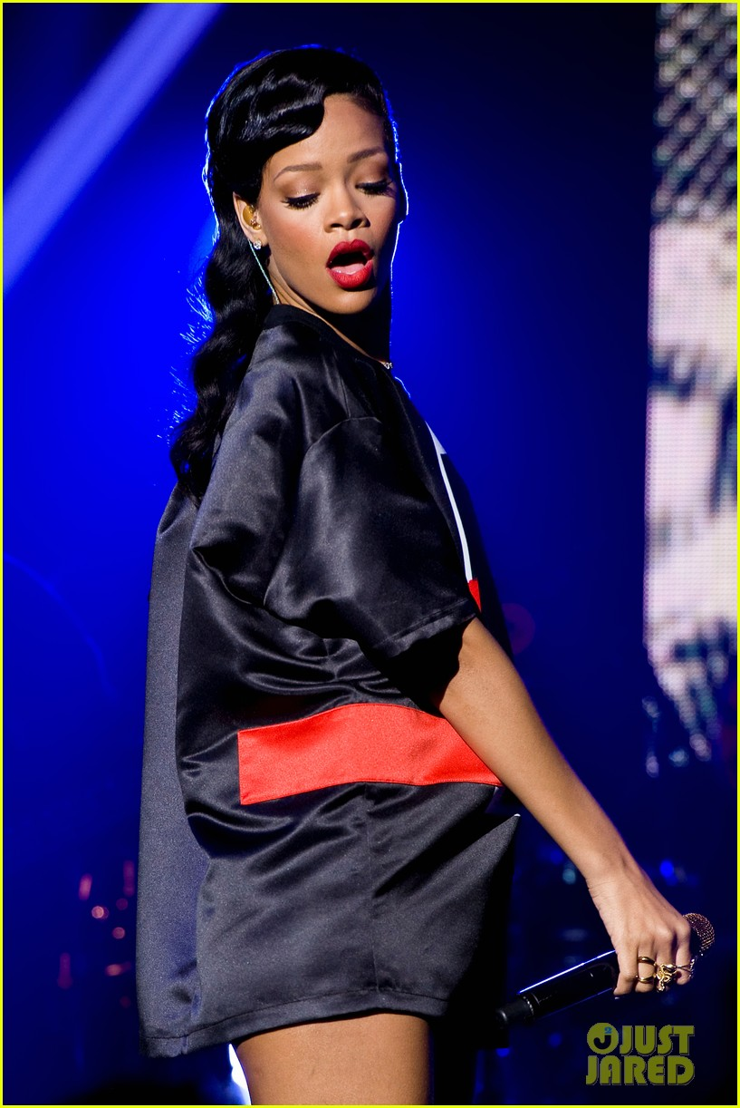 rihanna backstage 777 tour pics exclusive 11