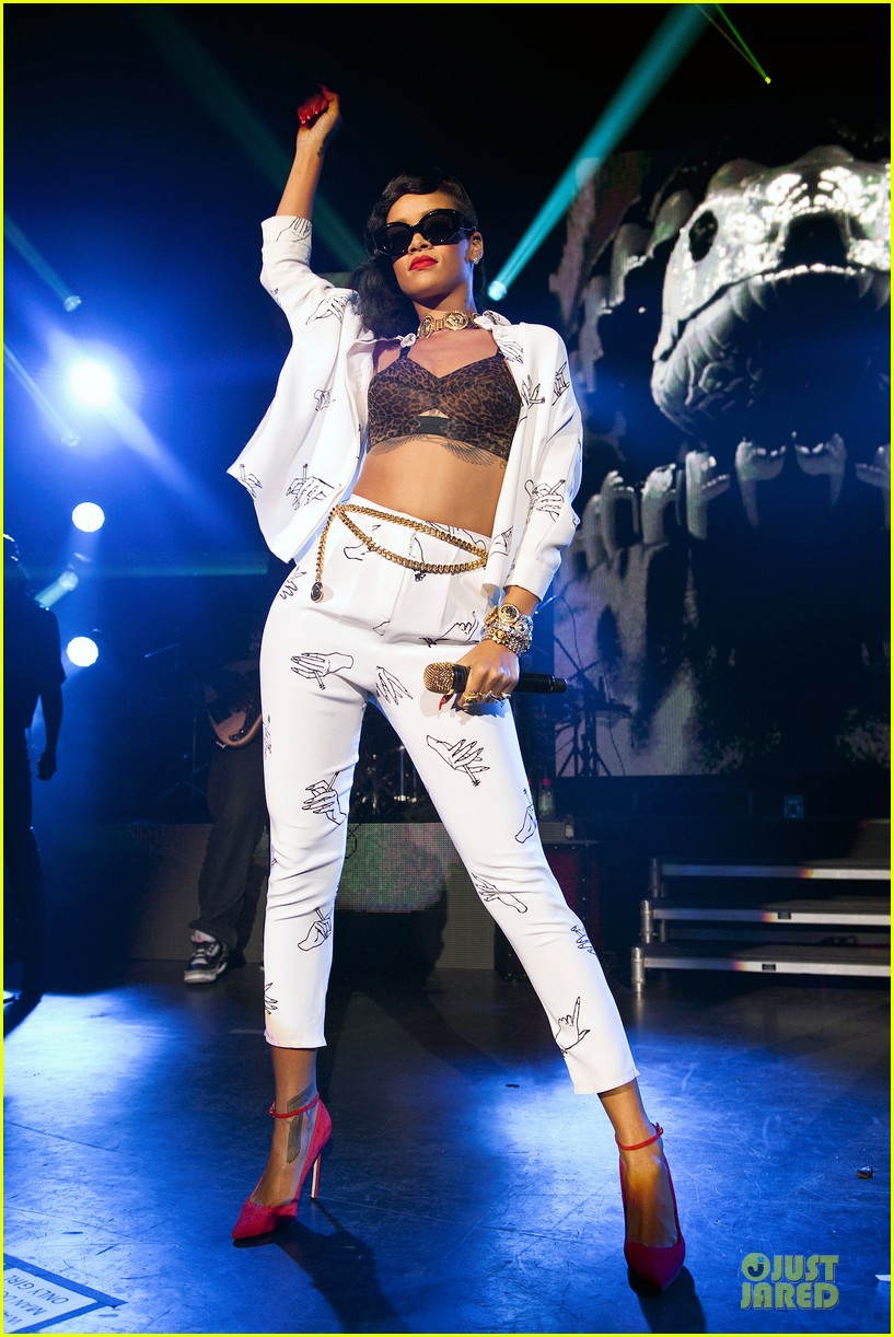 rihanna 777 tour hits london with cara delevingne exclusive 102761133