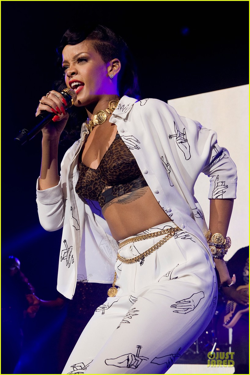 rihanna 777 tour hits london with cara delevingne exclusive 20