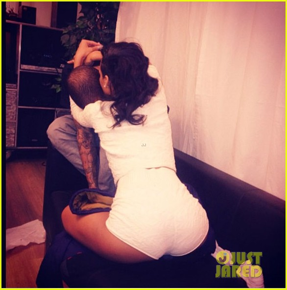 rihanna hugs chris brown in new instagram pic 02