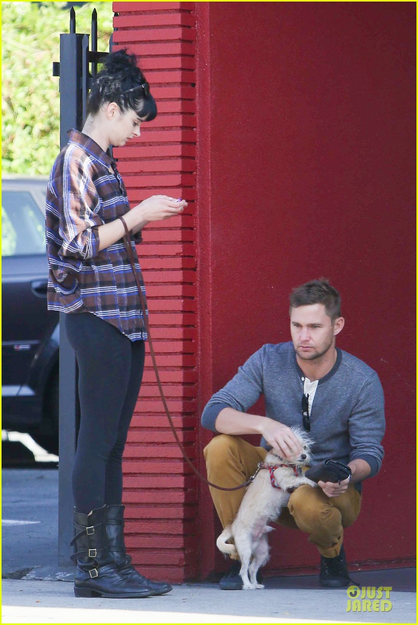 krysten ritter brian geraghty sunday breakfast in silverlake 042764022
