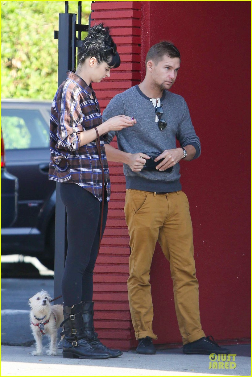 krysten ritter brian geraghty sunday breakfast in silverlake 112764029