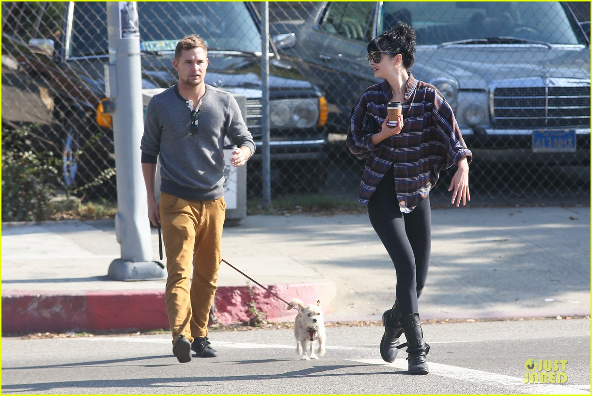 krysten ritter brian geraghty sunday breakfast in silverlake 18