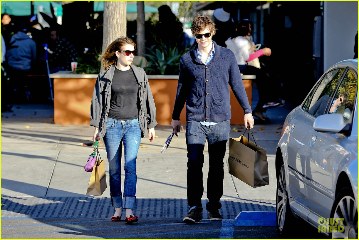 emma roberts evan peters black friday shopping couple 09