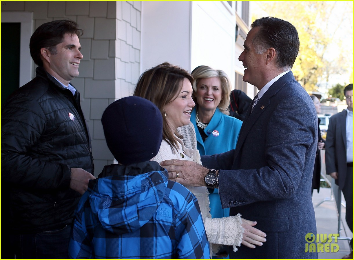 mitt romney votes for presidency in massachusetts pics 03