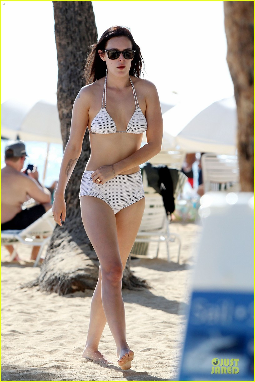 rumer willis hawaiian bikini beauty 01