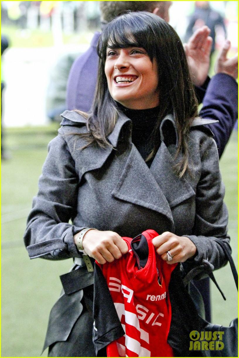 salma hayek french first league soccer fan 04