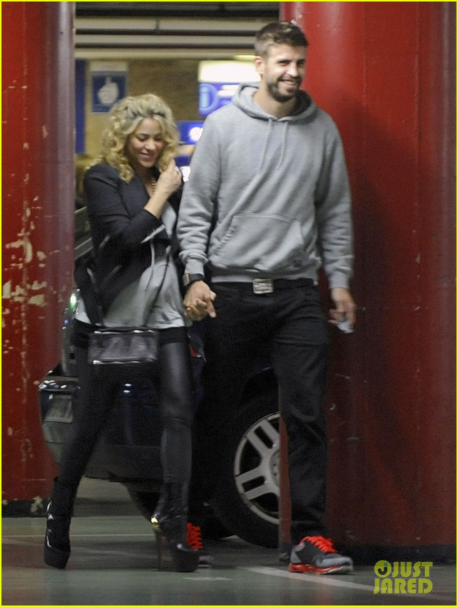 shakira gerard pique baby bump 04