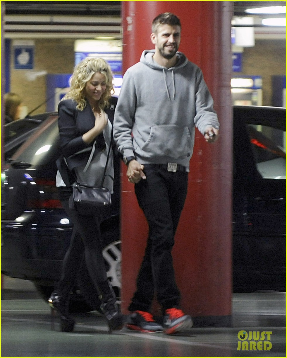 shakira gerard pique baby bump 05
