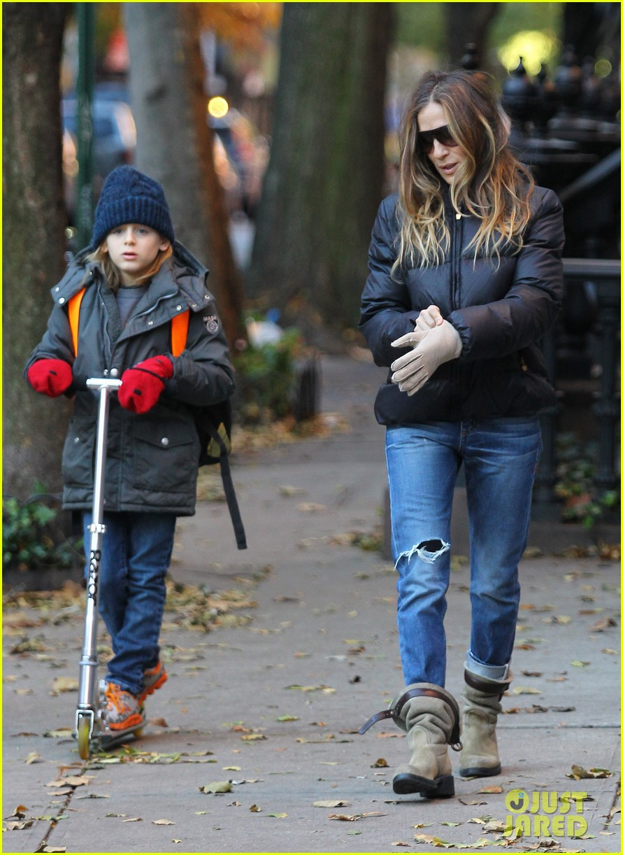 sarah jessica parker brisk morning walk with the kids 23