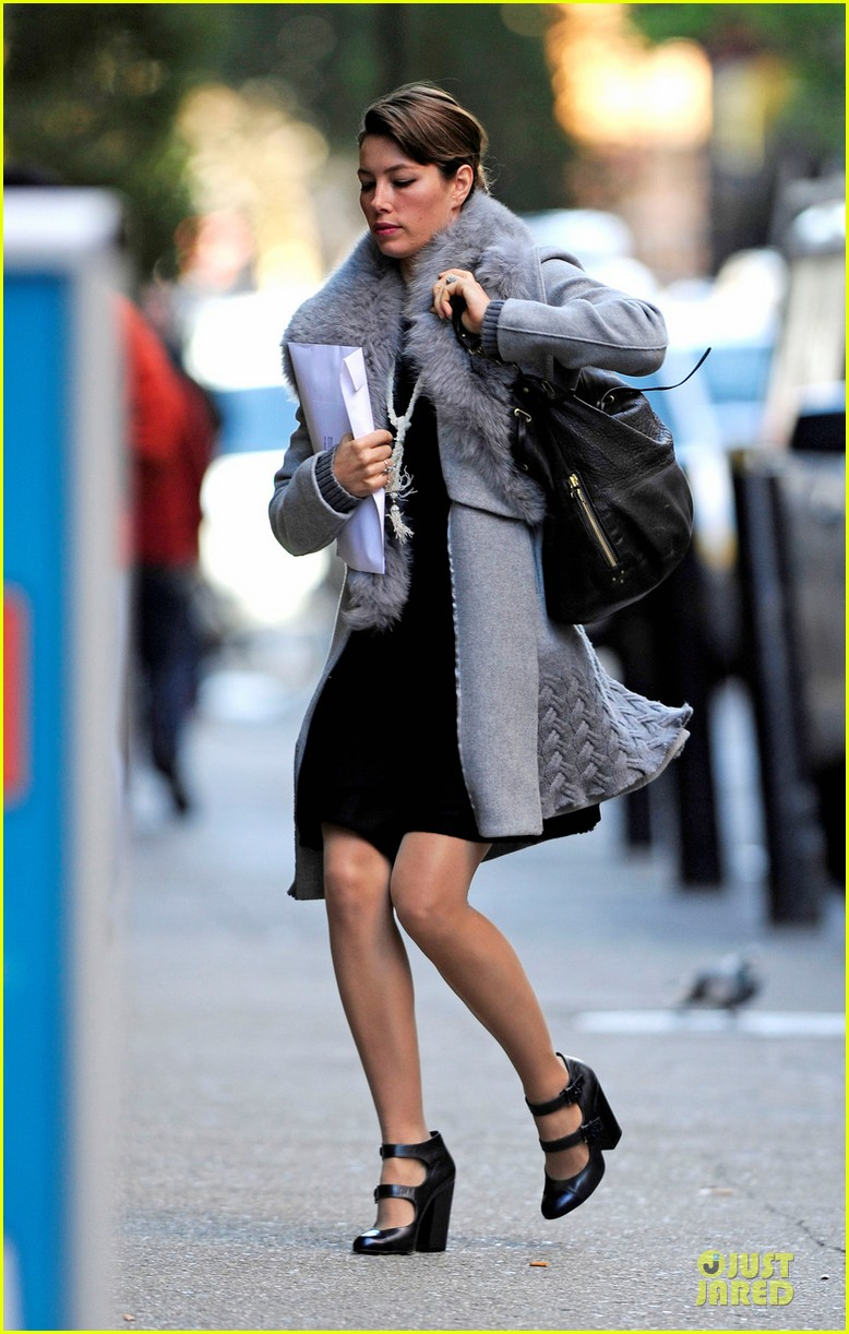 jessica biel post honeymoon smile in new york city 05