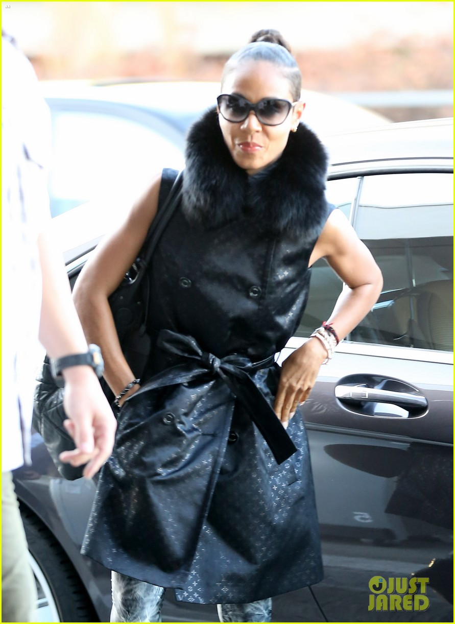 jada pinkett smith lax departure with willow jaden 02