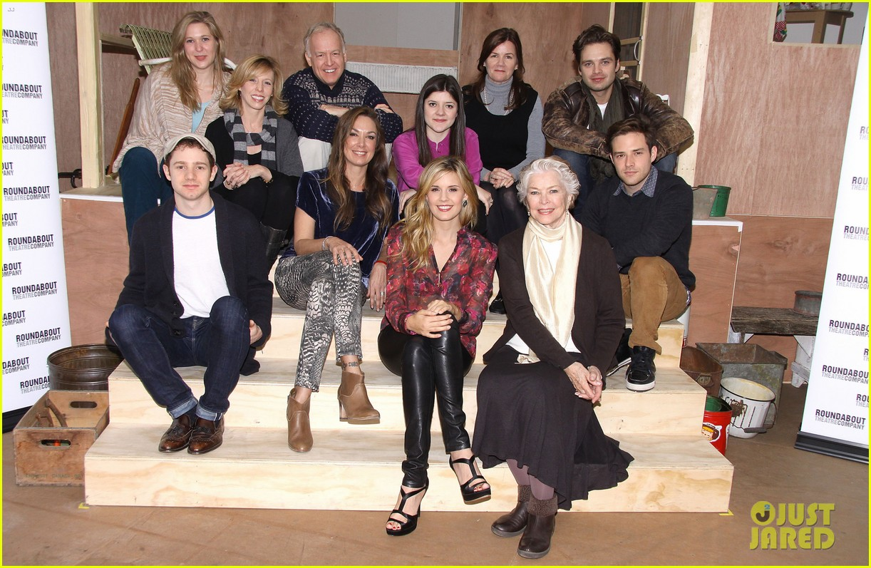 sebastian stan maggie grace picnic photo call 03