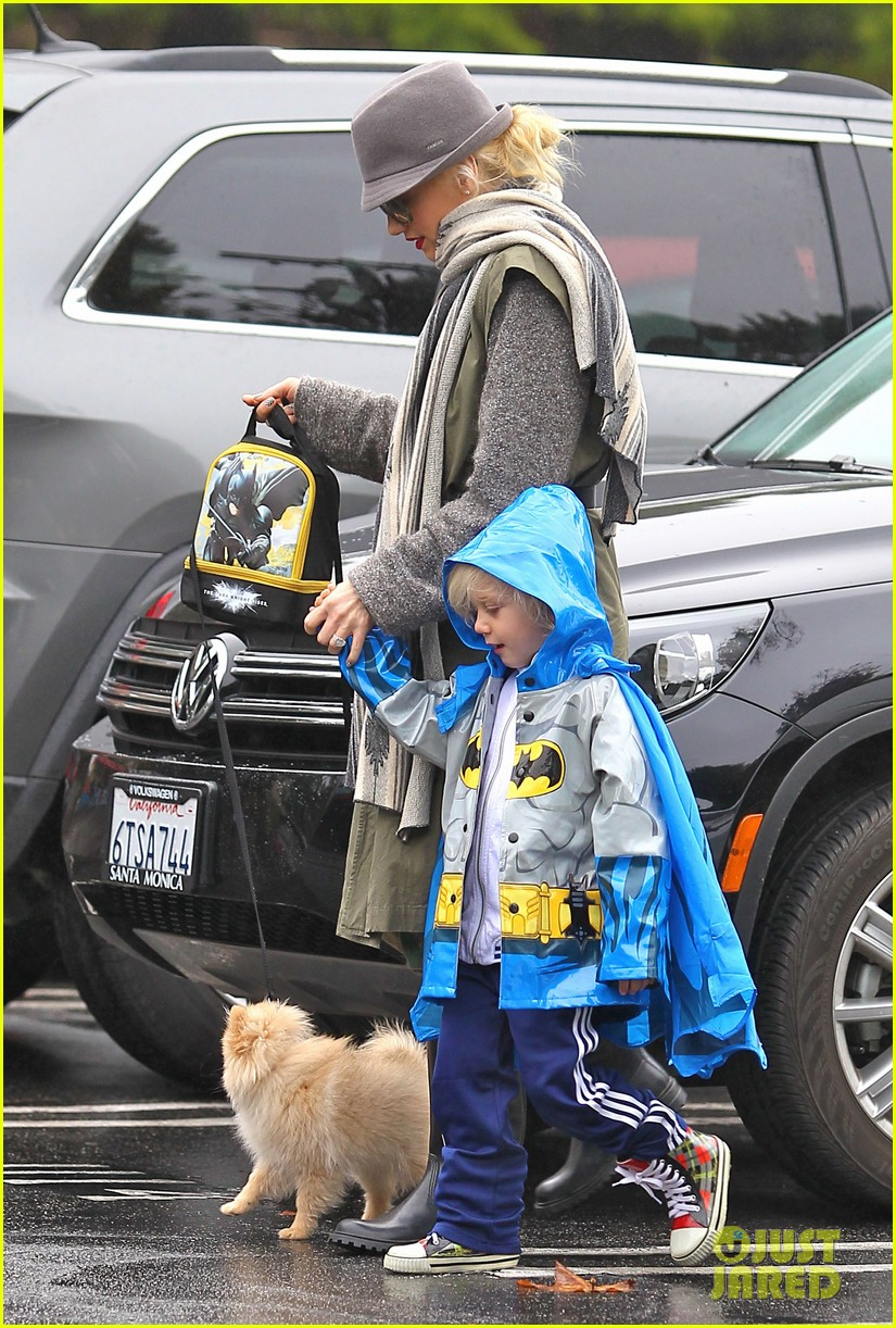 gwen stefani rainy family day 10