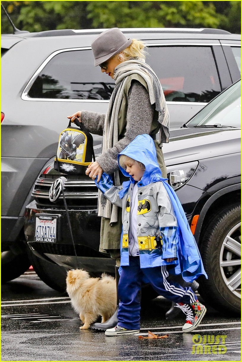 gwen stefani rainy family day 262766095