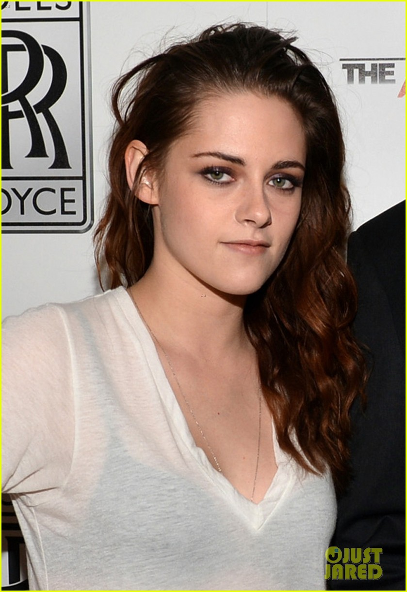 kristen stewart flaunts bra at variety awards studio 02