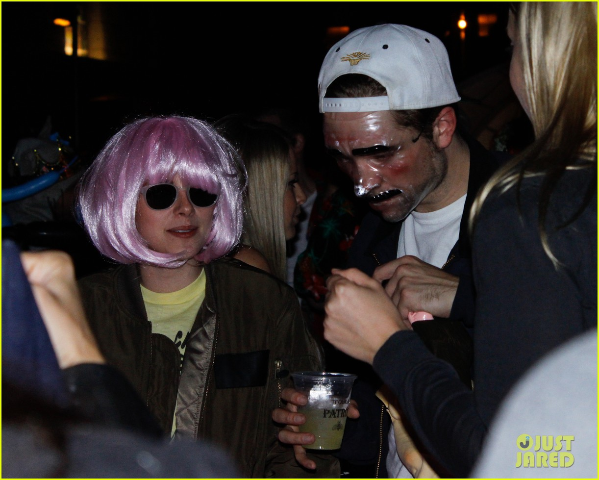 kristen stewart robert pattinson halloween party pair 02
