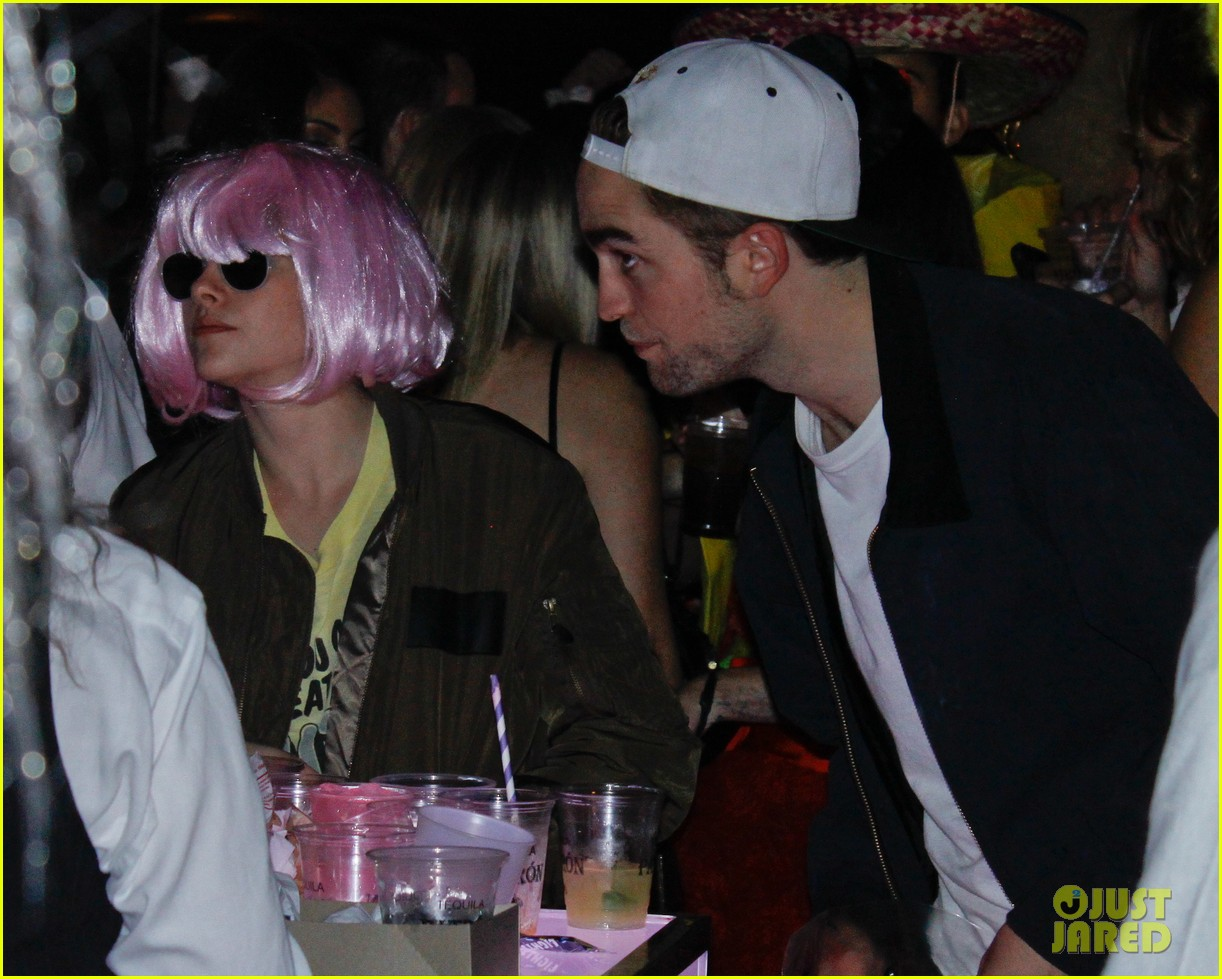 kristen stewart robert pattinson halloween party pair 05