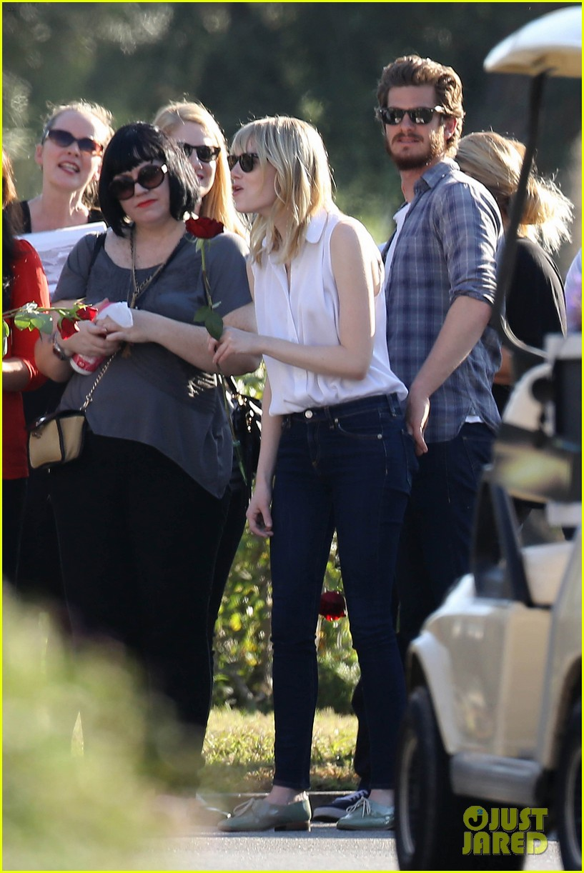 emma stone andrew garfield cemetary of the stars tour 17