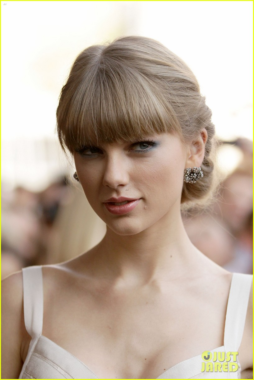 taylor swift aria awards 2012 red carpet 08