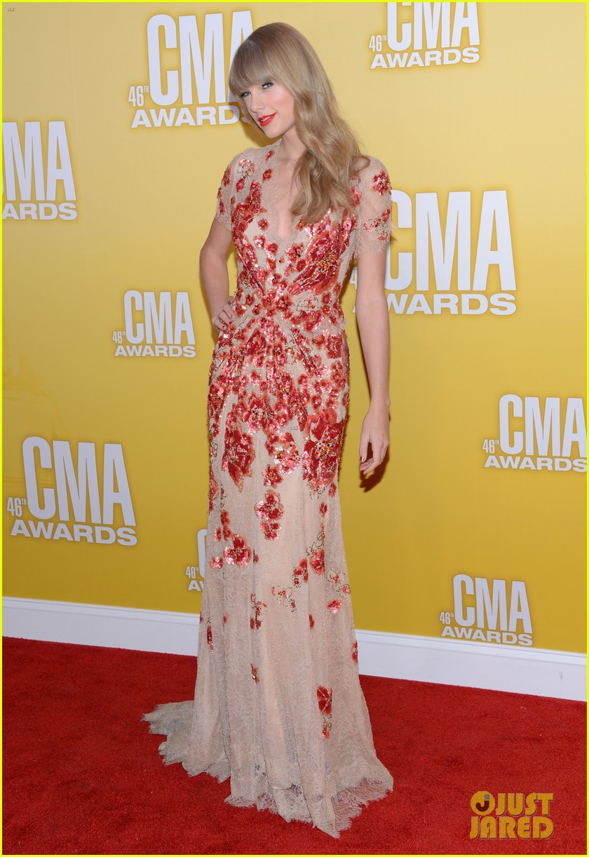 taylor swift cma 2012 red carpet 022749544