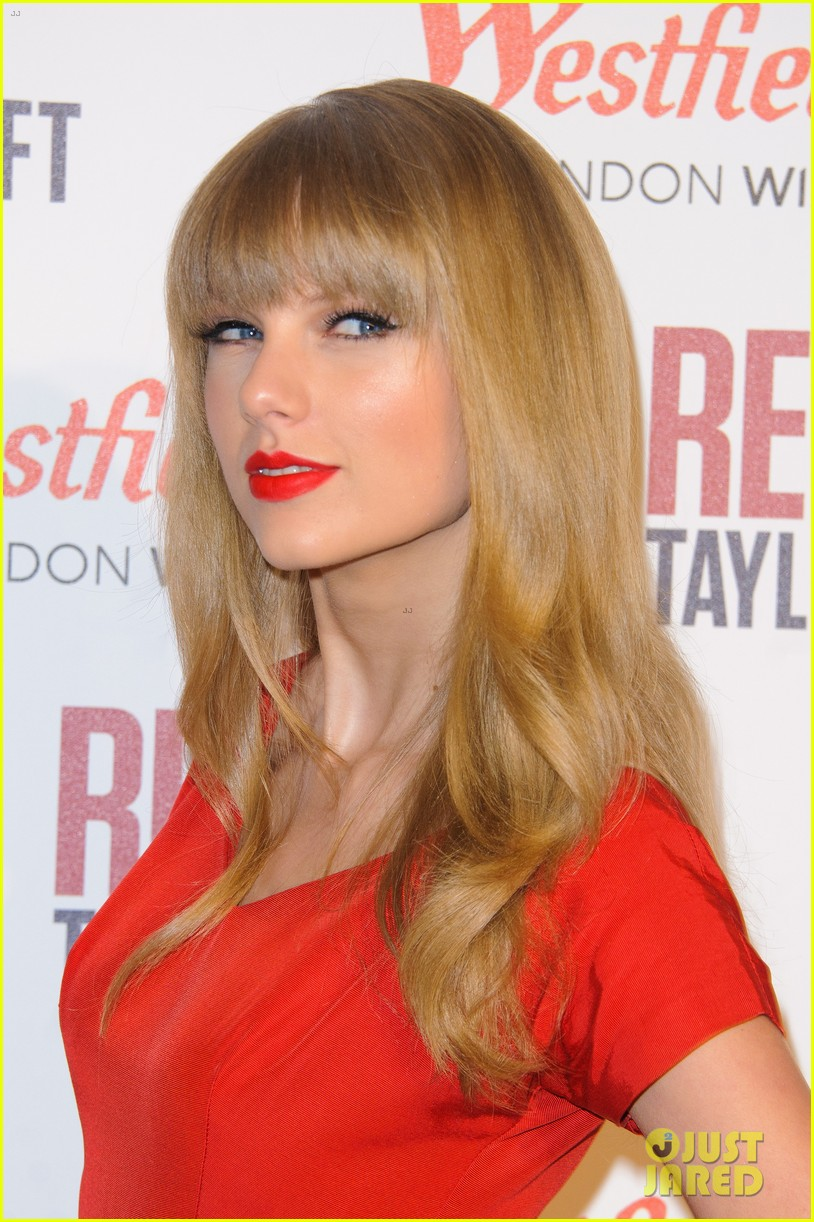 taylor swift westfield london christmas lights ceremony 04