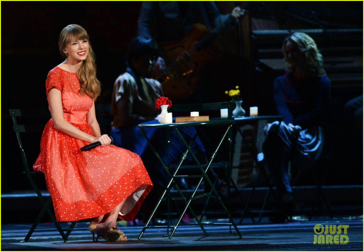 taylor swift live performance cmas 10