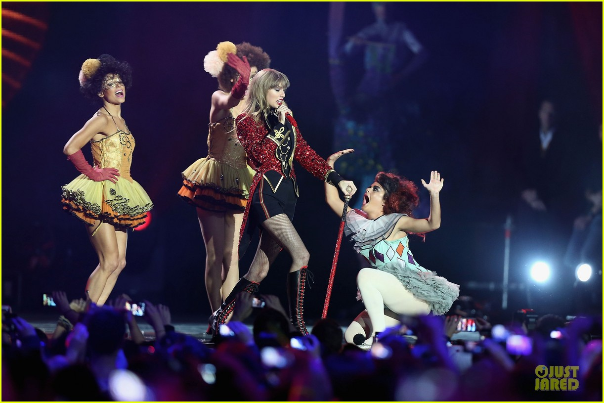 taylor swift mtv emas performance watch now 21