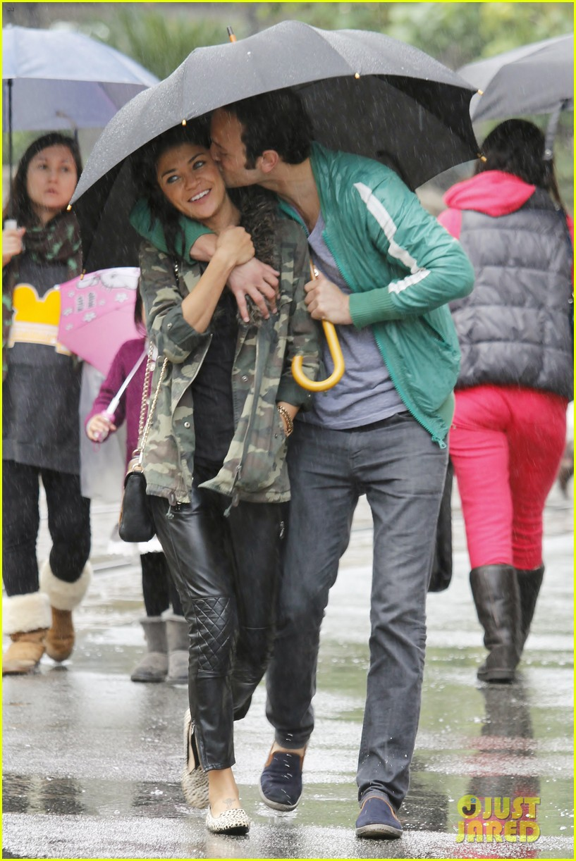 jessica szohr rainy day date with boyfriend 032760051