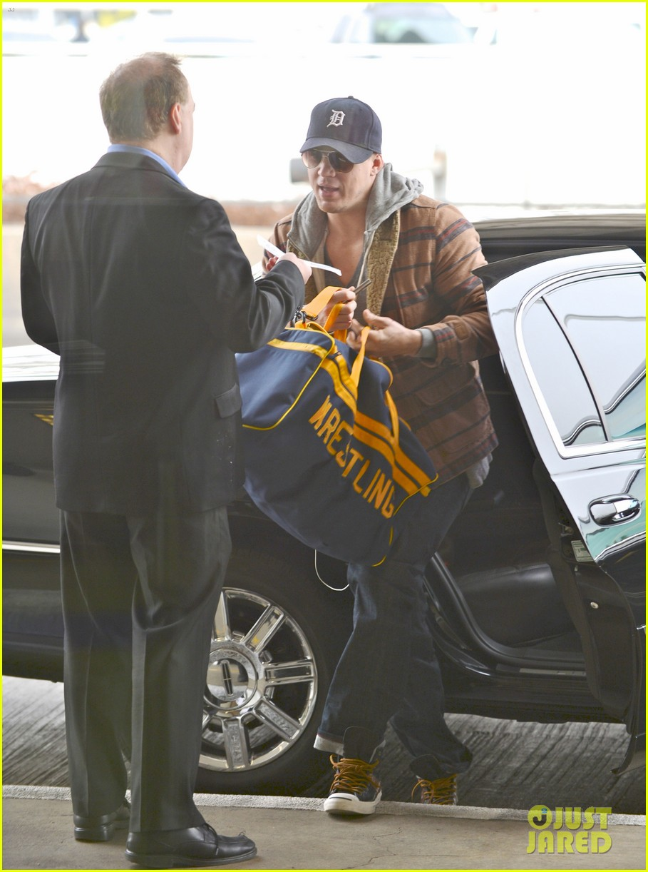 channing tatum flies out of los angeles 01