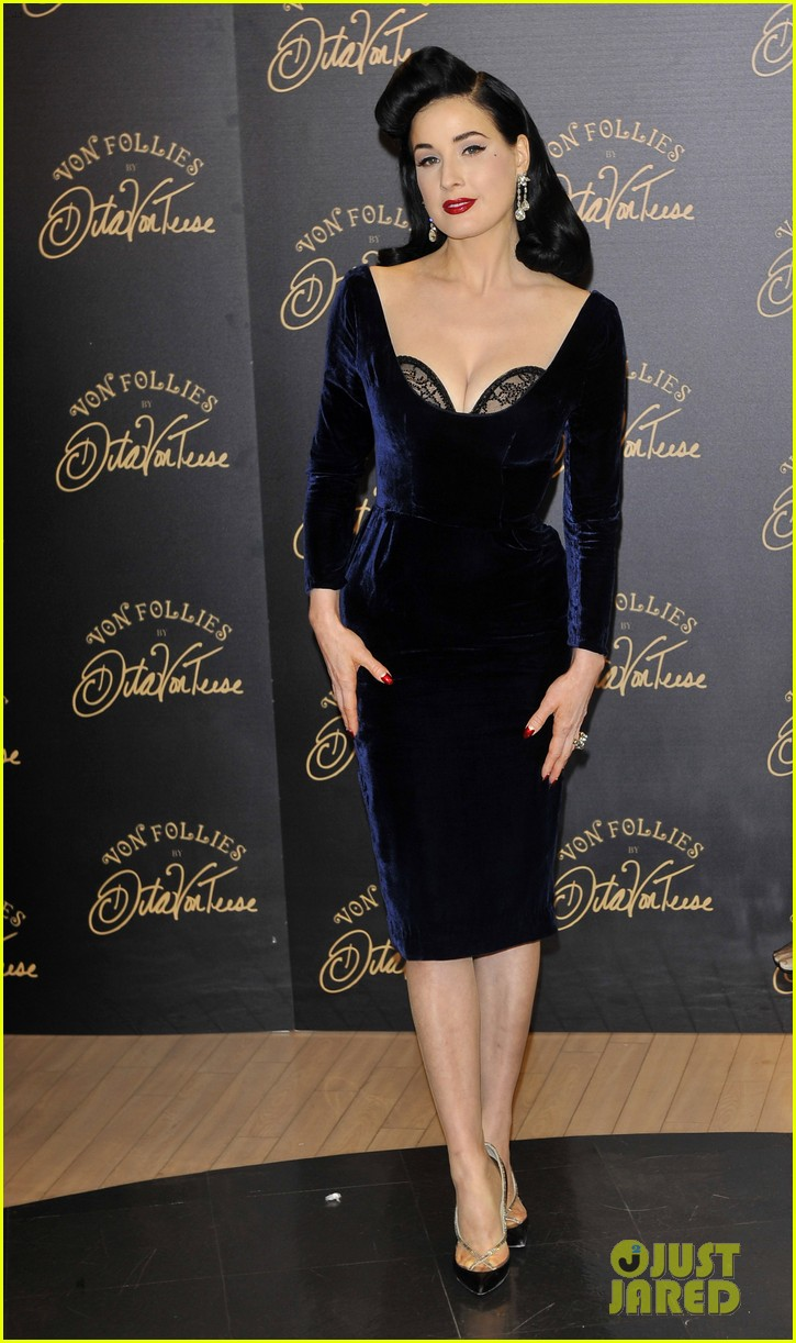 dita von teese von follies lingerie launch 02