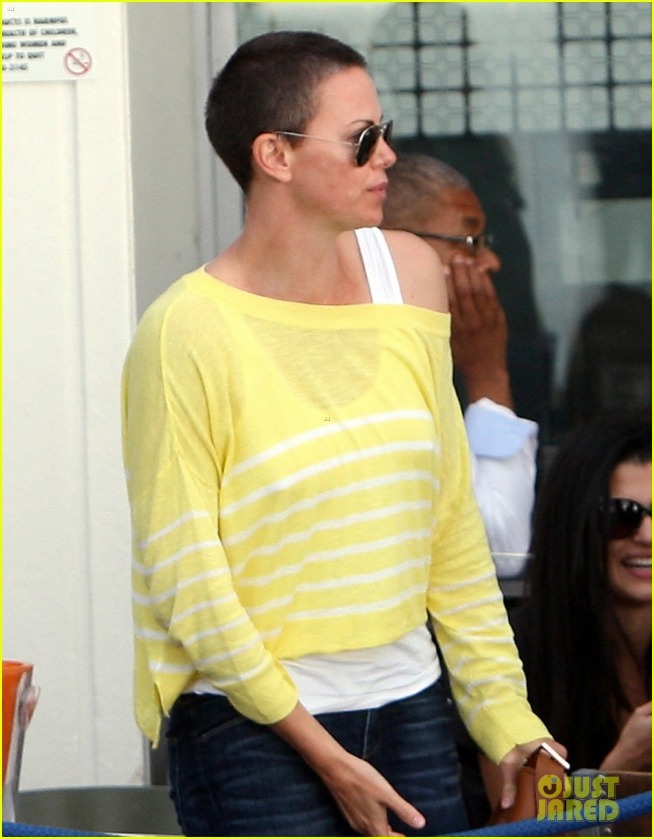 charlize theron shaved head in south africa 04