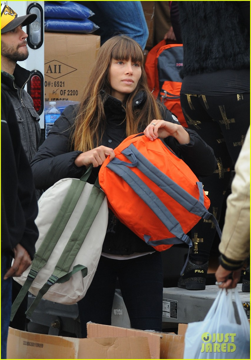 justin timberlake jessica biel hurricane sandy relief workers 242755016