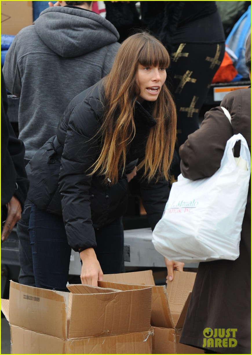 justin timberlake jessica biel hurricane sandy relief workers 272755019