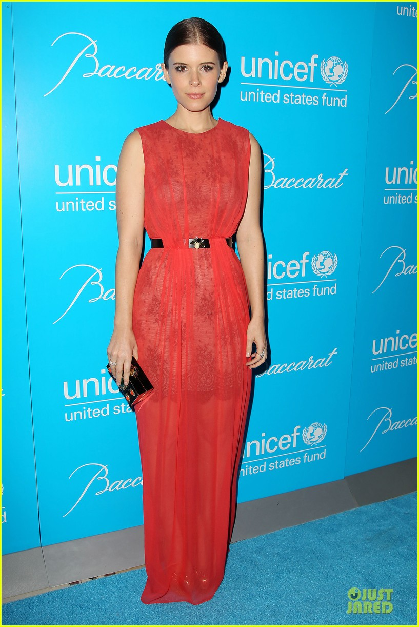 uma thurman kate mara unicef snowflake ball 05