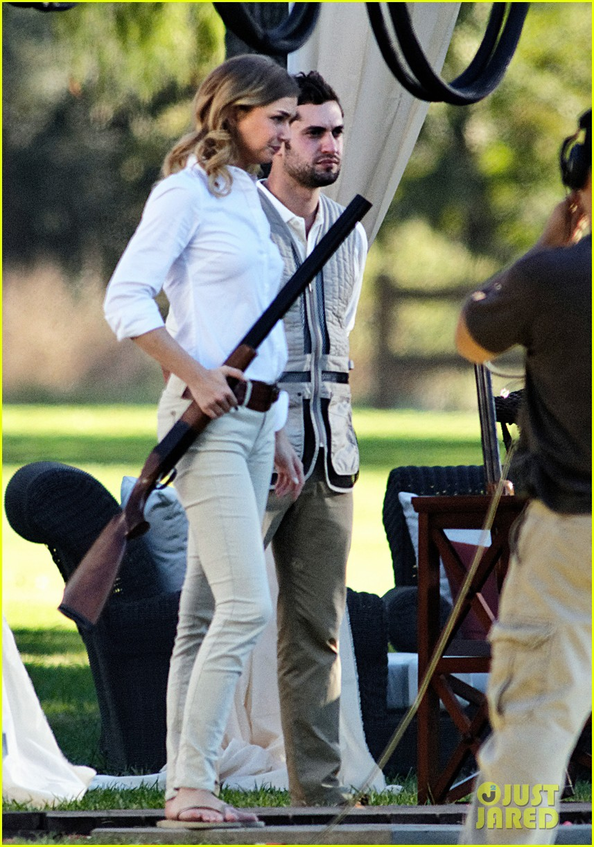 emily vancamp shoots rifle on revenge set 01