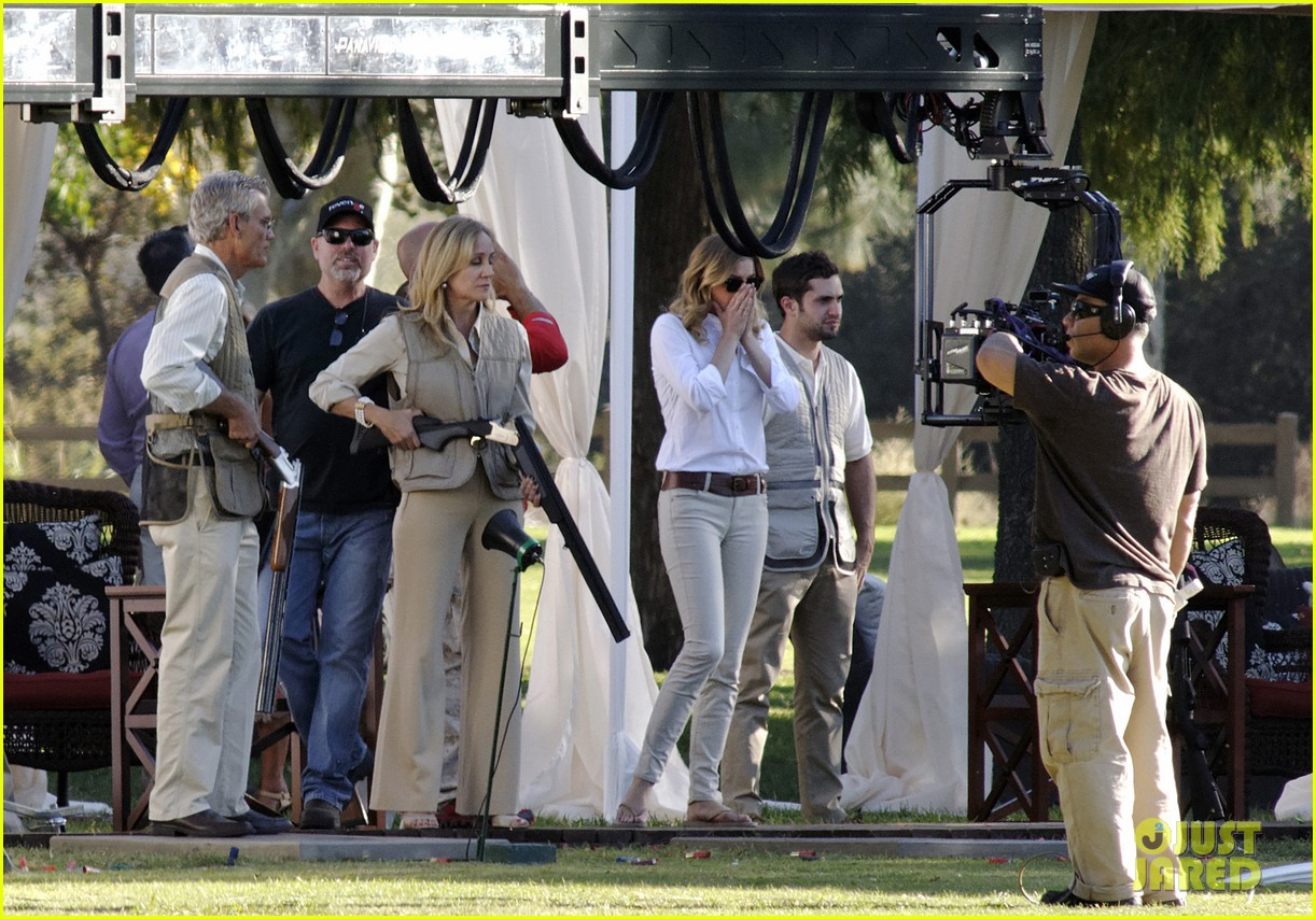 emily vancamp shoots rifle on revenge set 092749154