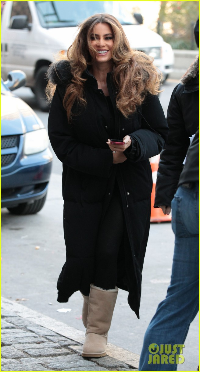 sofia vergara bundles up big apple 032766452