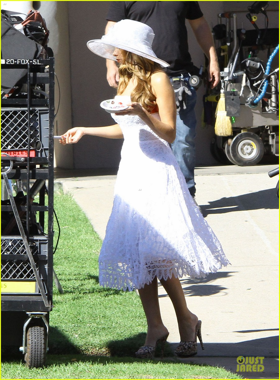 sofia vergara modern family cookie break 19