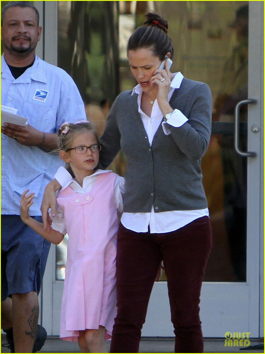 jennifer garner voting stop with violet 17
