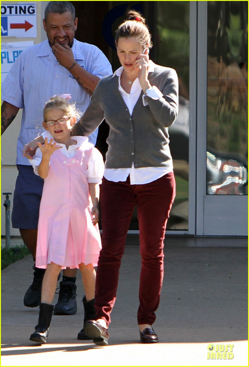 jennifer garner voting stop with violet 18