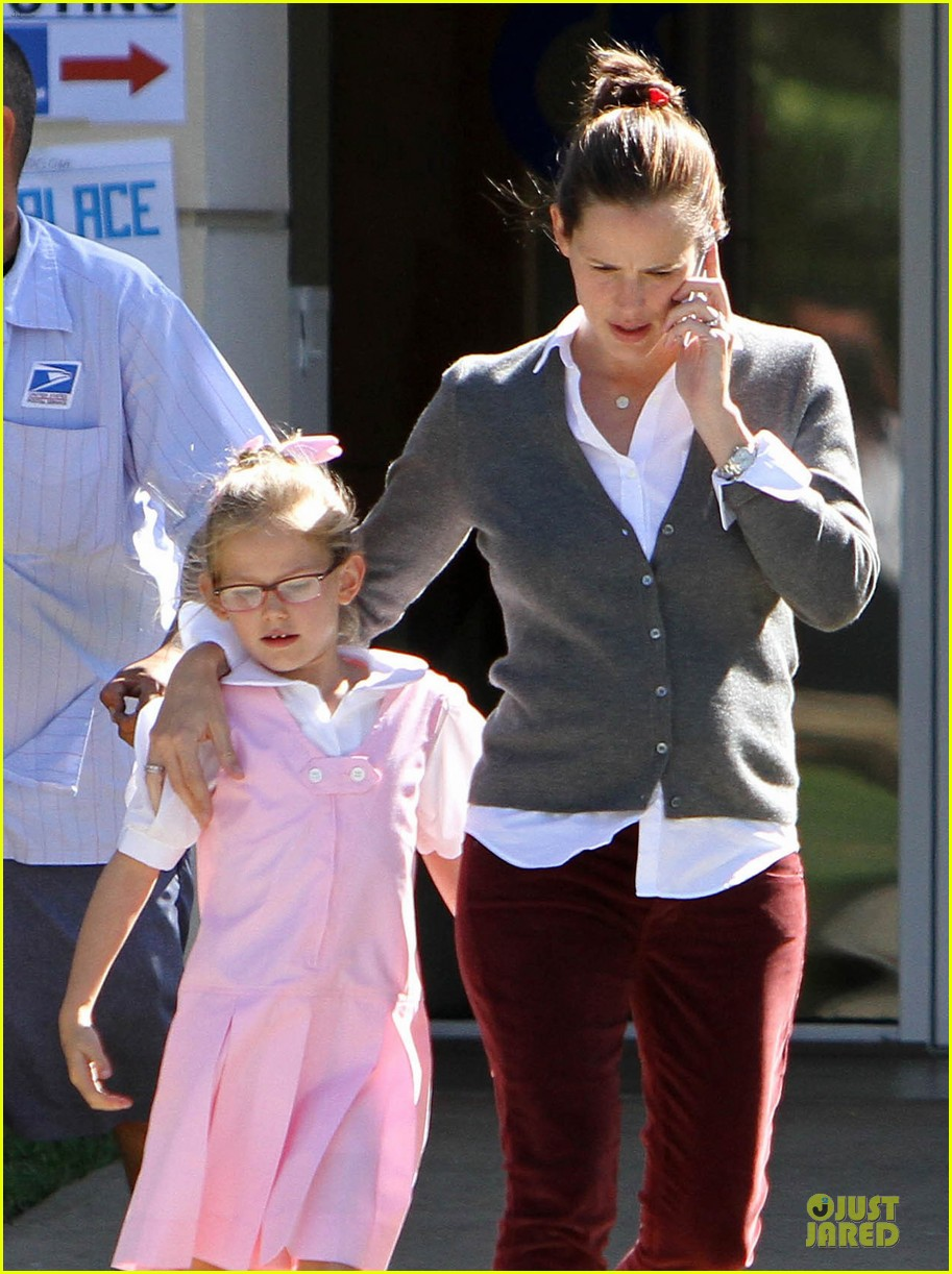 jennifer garner voting stop with violet 19