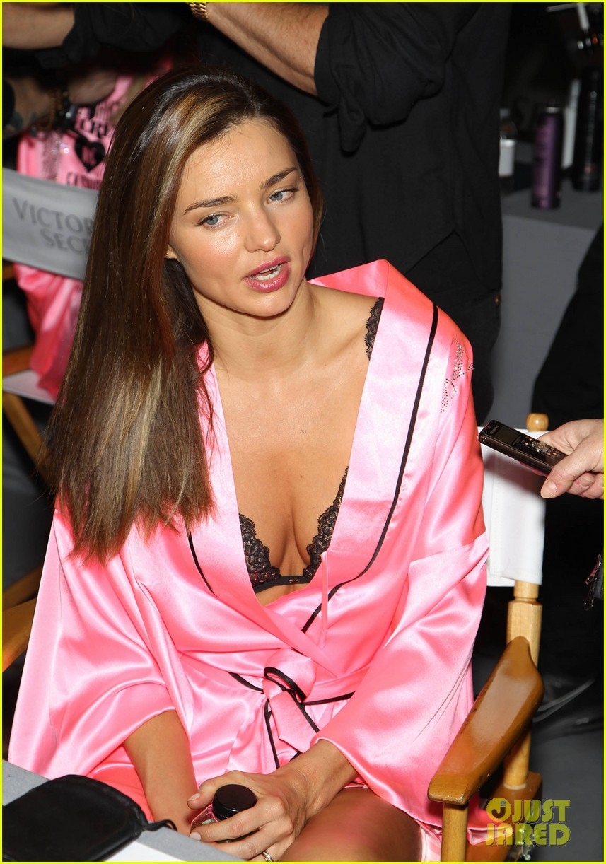miranda kerr erin heatherton victorias secret fashion show backstage pics 23