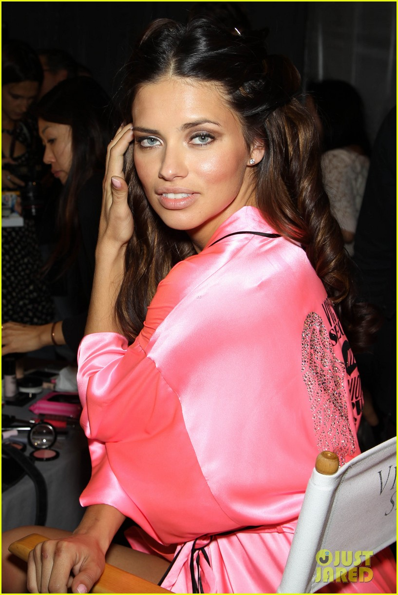 miranda kerr erin heatherton victorias secret fashion show backstage pics 55