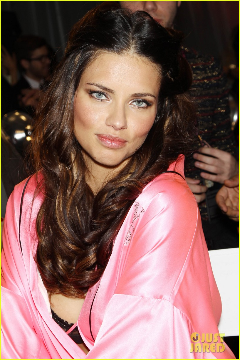 miranda kerr erin heatherton victorias secret fashion show backstage pics 63
