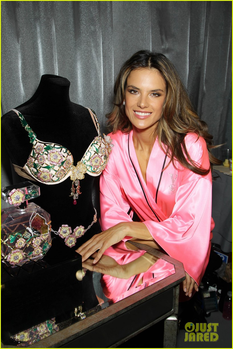 miranda kerr erin heatherton victorias secret fashion show backstage pics 73