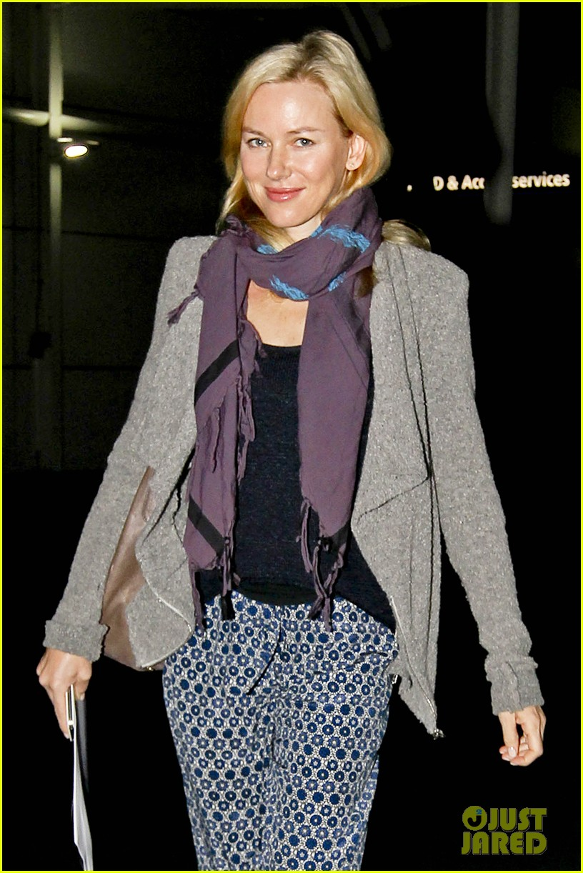 naomi watts sydney touch down 02